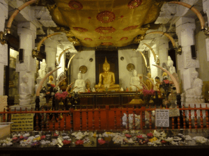 Buddha-tooth-relic-temple,-Kandy-