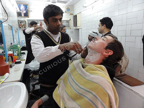 A-visit-to-the-Indian-street-barber