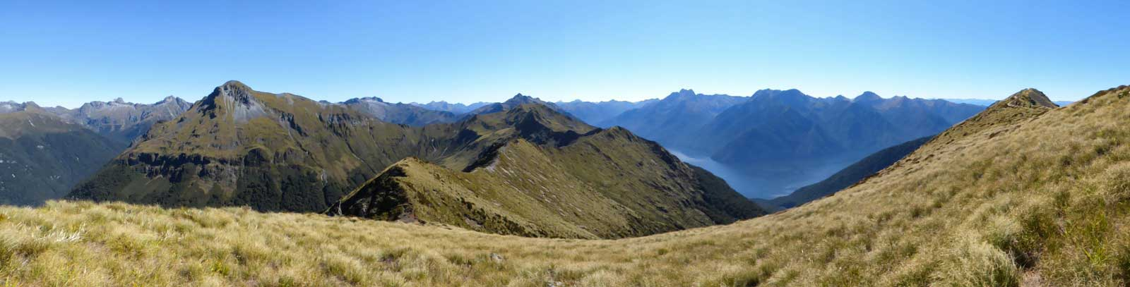 Fiordland-view-4.-Panoramic-view-over-the-mountains
